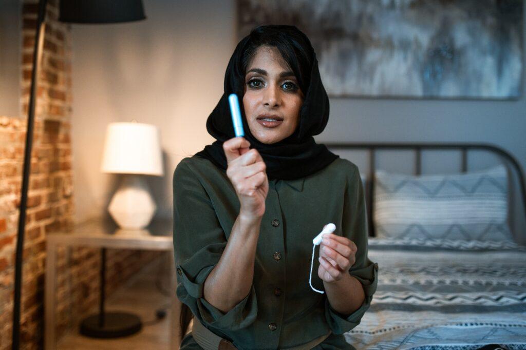 woman-displaying-a-tampon